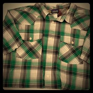Patagonia men's short sleeve button down L green